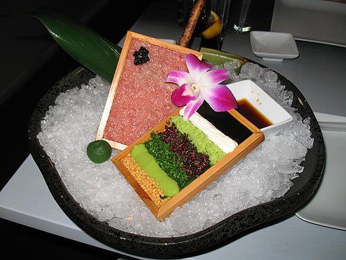 Gostosa servindo no restaurante cuzuda - 2 3